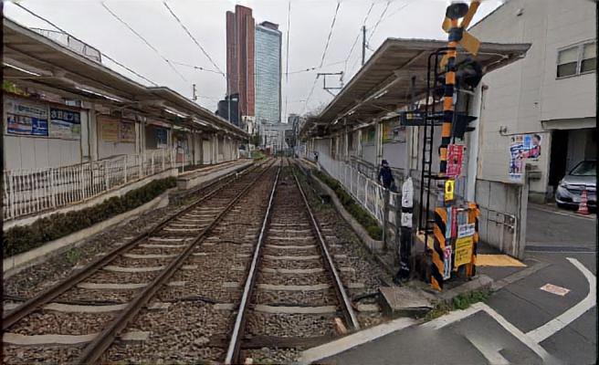 西太子堂駅前